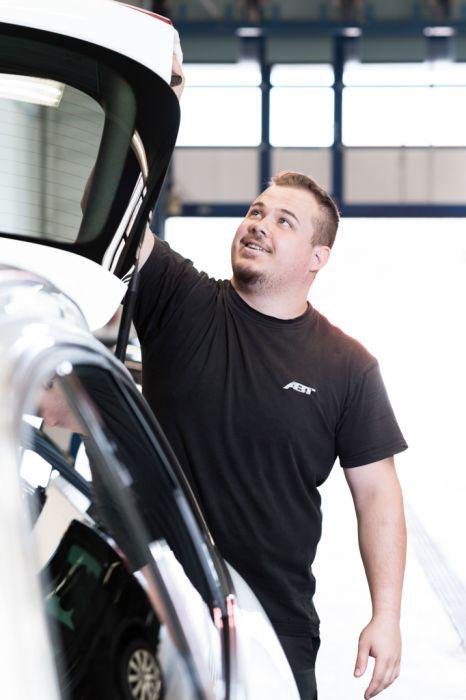Mitarbeiter Fahrzeugpflege
