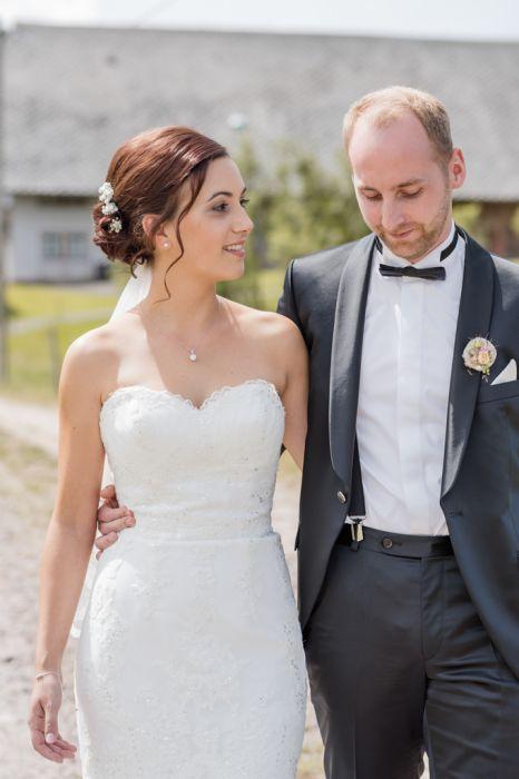 Brautpaar im Spaziergang