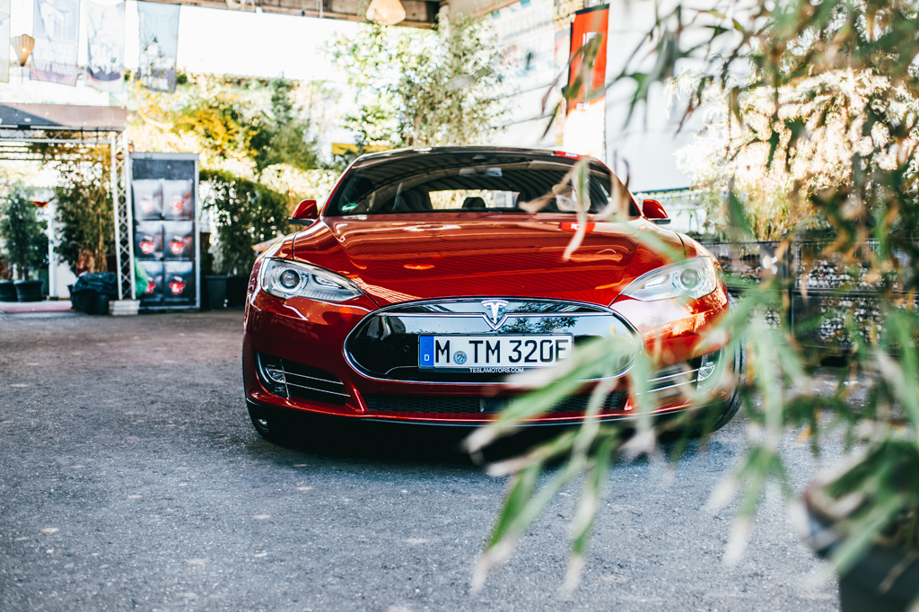Tesla Model S bei Event in München